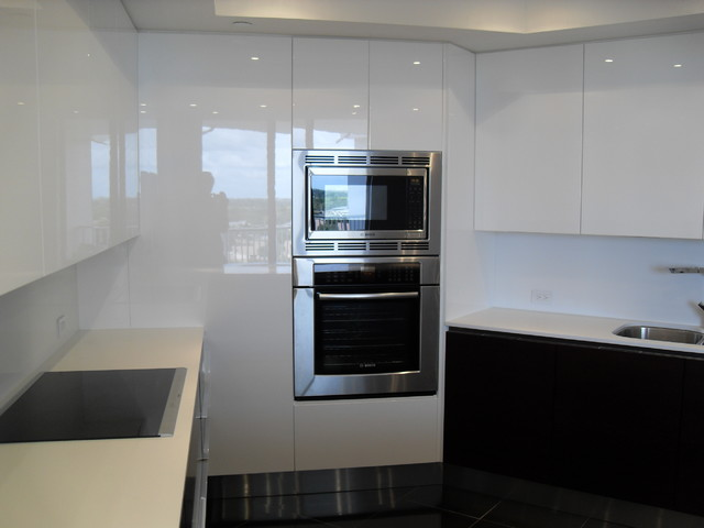 HIGH GLOSS WHITE & DARK WOOD KITCHEN modern-kitchen