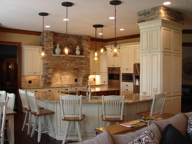 Highland Heights Kitchen traditional-kitchen