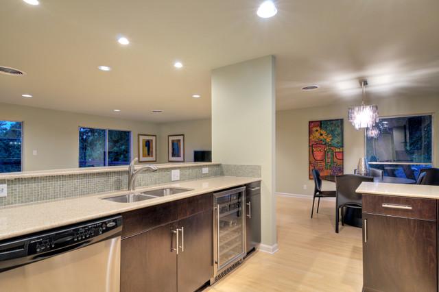 Highland Hills Contemporary contemporary-kitchen