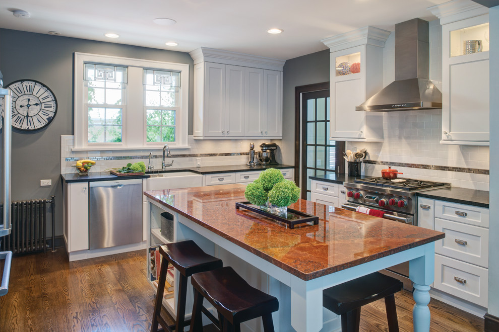Example of a classic kitchen design in Chicago with stainless steel appliances