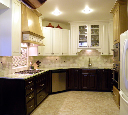 Kitchen White Upper Cabinets Dark Lower: Really Like The Contrast Of The Lighter Upper Cabinets And