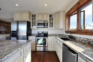 Hill country guest house traditional kitchen austin for Capstone exterior design firm