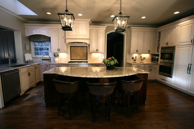 Hip Classic Cream KItchen 1 - Traditional - Kitchen - DC Metro - by Murphy's Design