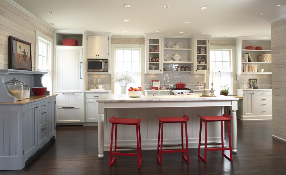Example of a classic kitchen design in Minneapolis with subway tile backsplash