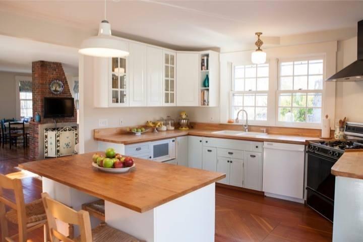 Historic Farmhouse Kitchen - Sandwich