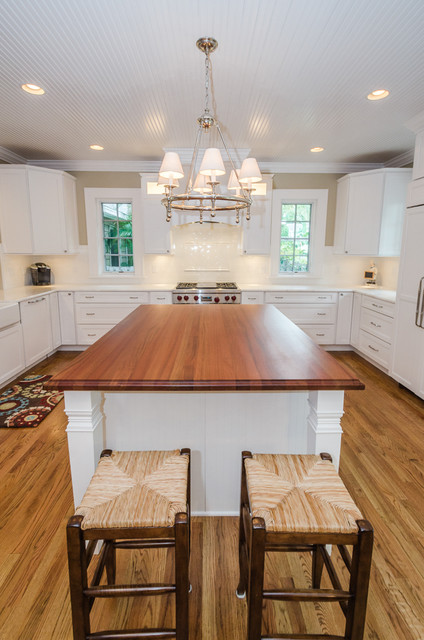 Inspiration for a timeless kitchen remodel in Tampa