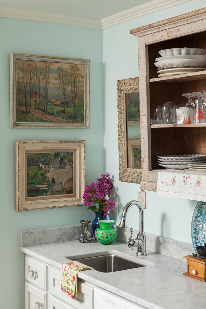 Inspiration for a timeless kitchen remodel in Wilmington