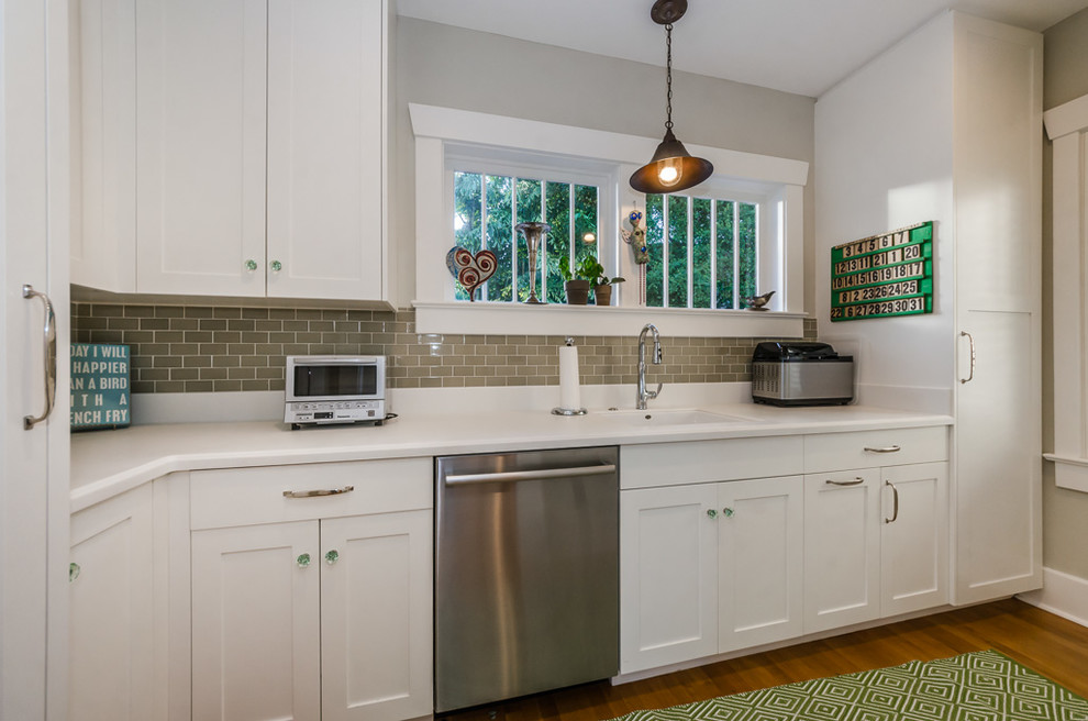 Inspiration for a transitional kitchen remodel in Tampa