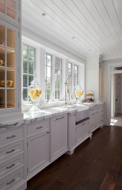 Historic renovation in monkton maryland farmhouse for Expert kitchen designs