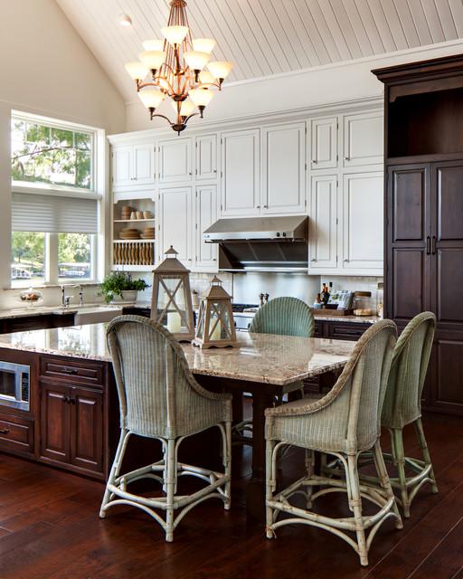 Minnesota Kitchen Cabinets: Hoegger Lake House Kitchen