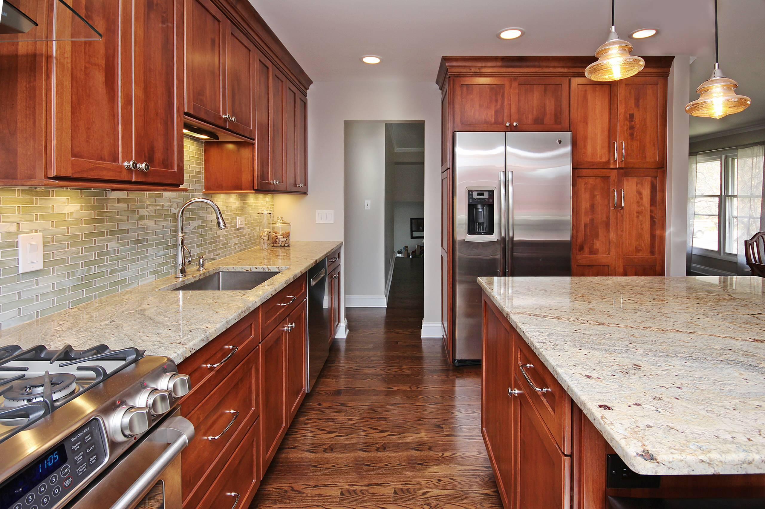Hoffman Estates Large Traditional Kitchen