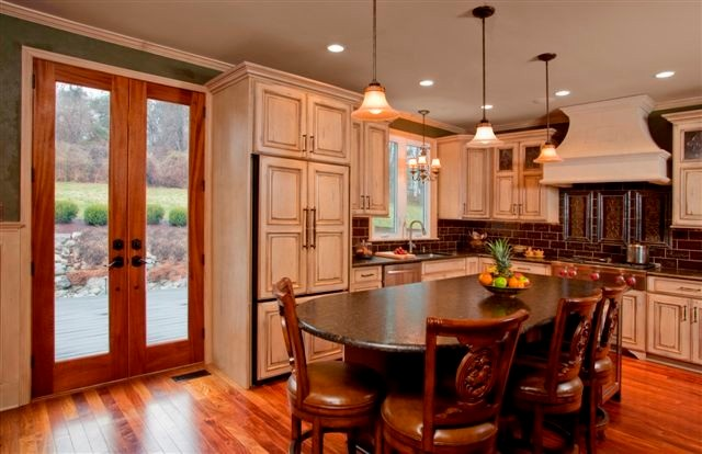 Holiday Kitchens Elite cabinetry line - traditional - kitchen ...