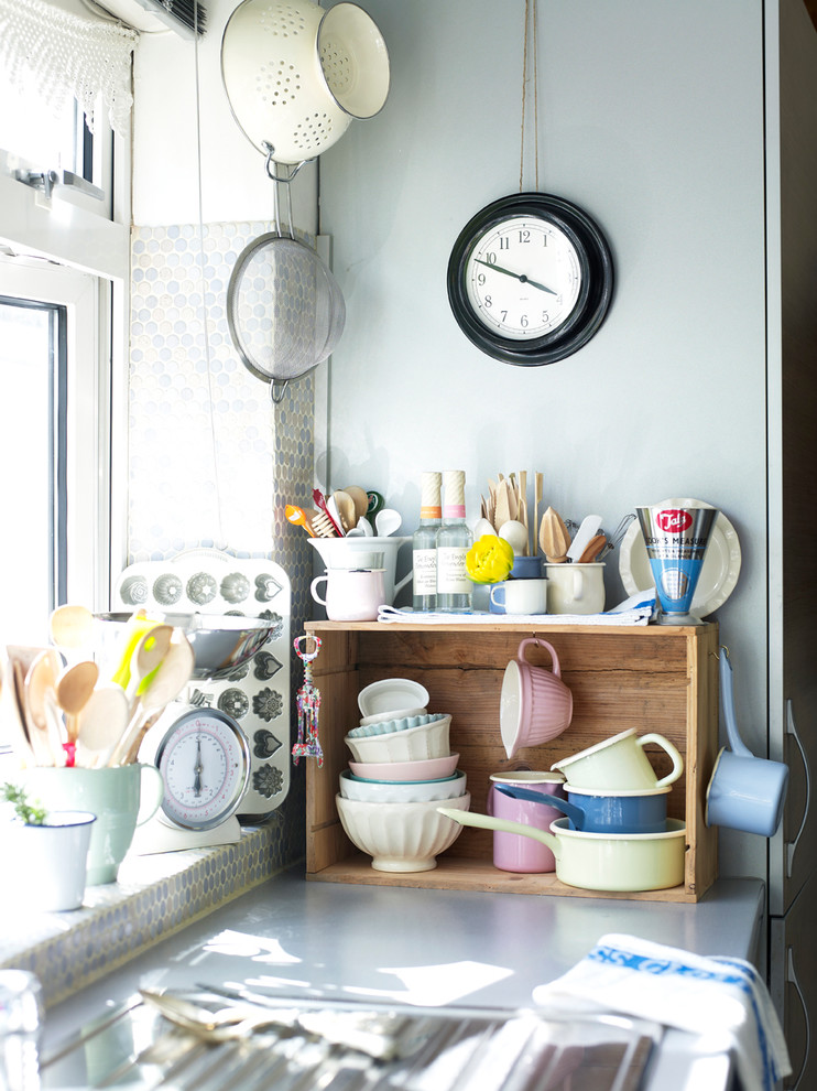 Kitchen - eclectic kitchen idea in London