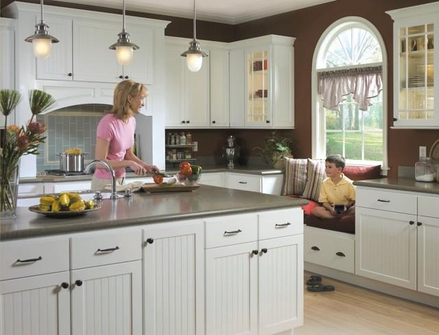 Homecrest Bayport Kitchen Cabinets Traditional Kitchen