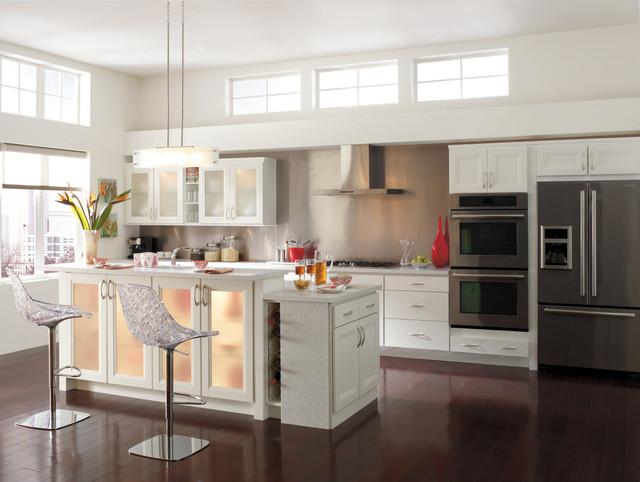 Homecrest Cabinetry: Modern White Kitchen Modern Kitchen