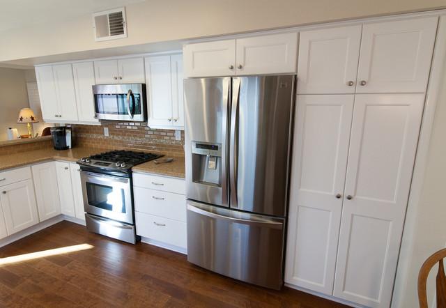 HomeCrest, Hershing, Maple, Alpine Traditional Kitchen