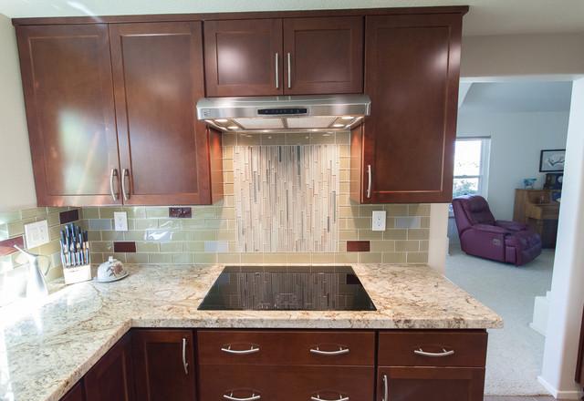 Homecrest Sedona Maple Sorrel Transitional Kitchen