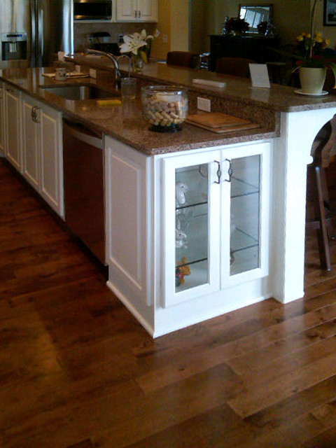 Homes By Tradition Islands traditional-kitchen