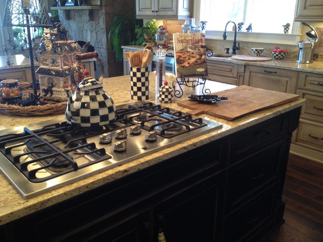 Homes in The Reserve at Lake Keowee traditional-kitchen