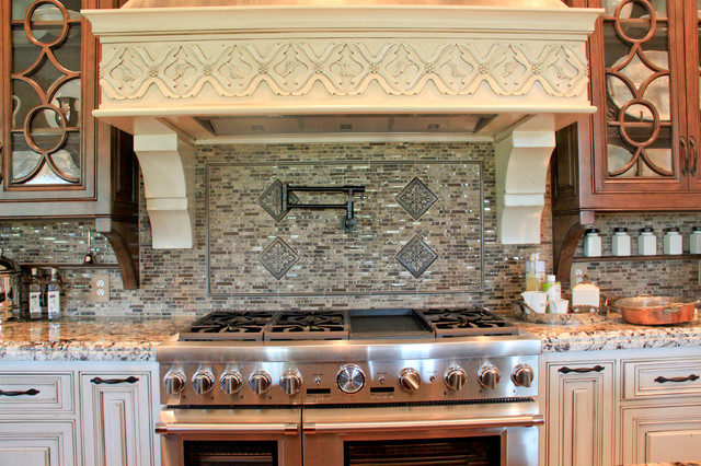Homes of Distinction at Lost Run Farms traditional-kitchen
