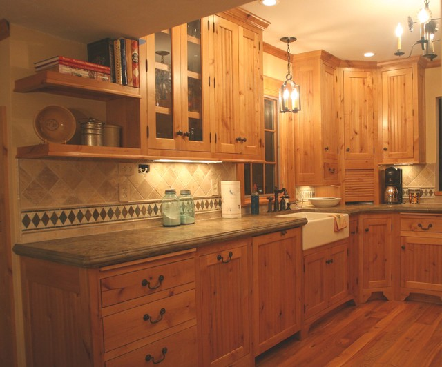 Honey-Doers & Hoffman Custom Cadinets traditional-kitchen