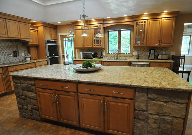 Honey Maple Glaze - Traditional - Kitchen - new york - by Custom Craft Cabinets, Inc.