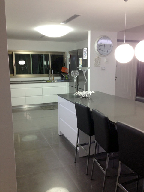 House in rishon le zion for Modern zion kitchen