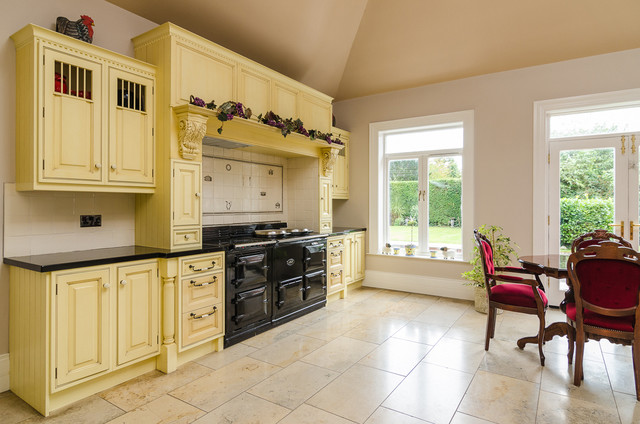 House on malone traditional kitchen northern ireland for Traditional kitchens ireland