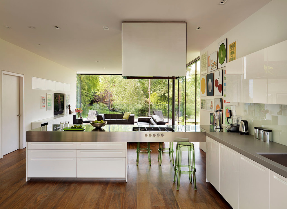Example of a trendy kitchen design in London