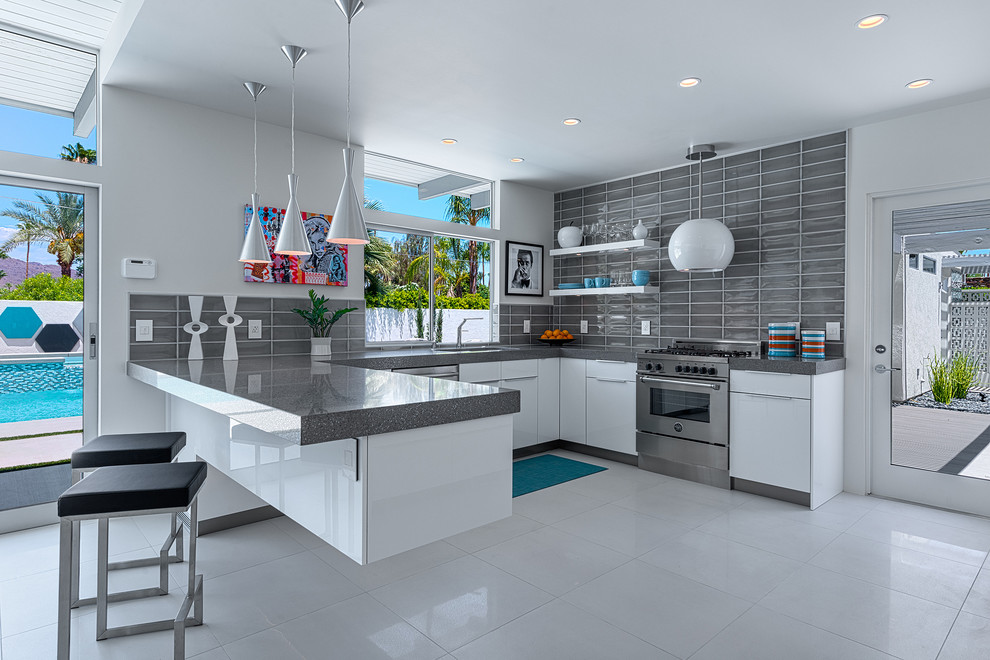 Example of a 1950s kitchen design in Other