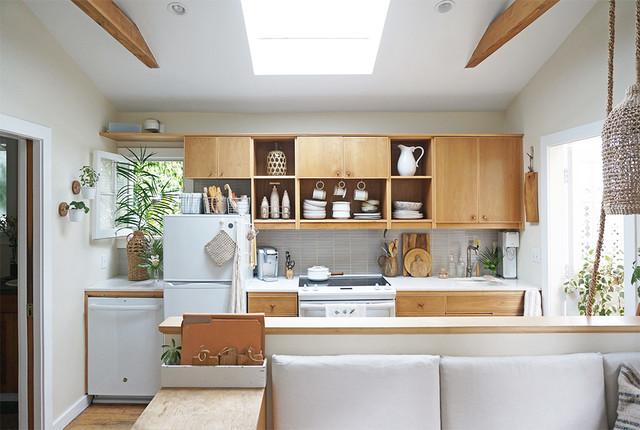 Kitchen photo in Los Angeles