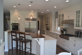 Howard Avenue, Western Springs IL - Traditional - Kitchen - chicago - by Cabinets 4U, Inc.