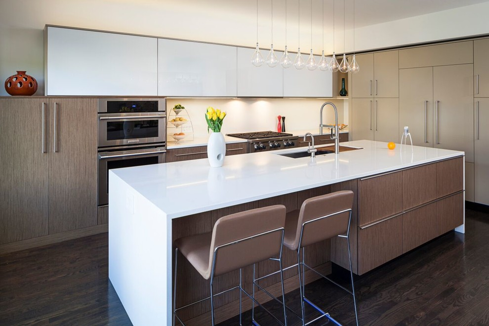 Eat-in kitchen - large modern l-shaped dark wood floor eat-in kitchen idea in Chicago with a single-bowl sink, flat-panel cabinets, medium tone wood cabinets, quartz countertops, stainless steel appliances, an island and white backsplash