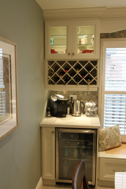 I 39 ll be home for christmas contemporary kitchen for Classic kitchen cabinets toronto