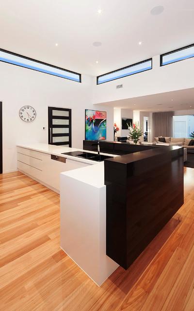 Inspiration for a modern kitchen remodel in Melbourne