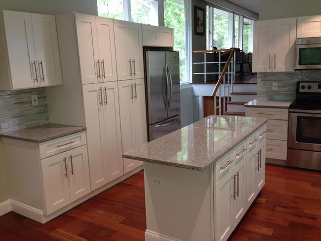 Ice white shaker kitchen cabinets kitchen new york for Kitchen cabinets king