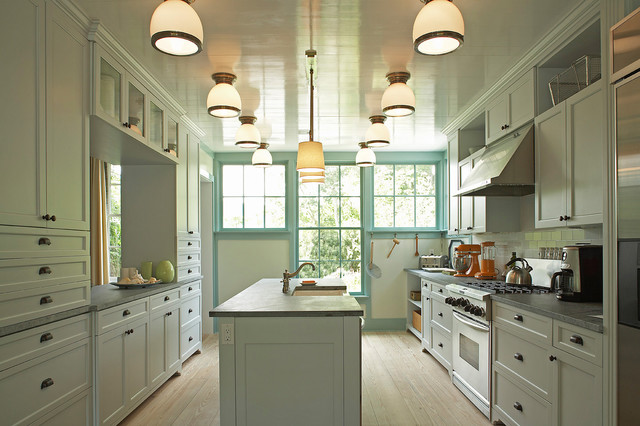 Idea Cottage In The Hamptons Traditional Kitchen New