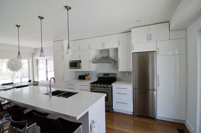 Ikea abstrakt white kitchen moderne cuisine toronto par ts kitchen projects - Ikea cuisine abstrakt blanc ...