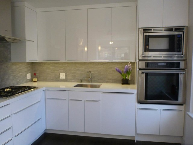Ikea kitchen abstrakt white custom in manhattan modern for Basic white kitchen units