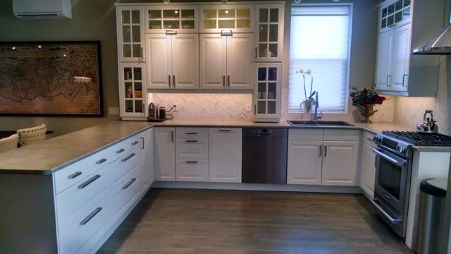 Ikea kitchen bodbyn off white cl sico cocina toronto for Repeindre cuisine ikea