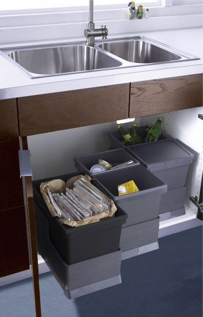 10 Clever Tricks to Hide Garbage in the Kitchen on kitchen recycling ideas, packaging ideas, kitchen tool ideas, kitchen cake ideas, kitchen trash can ideas,