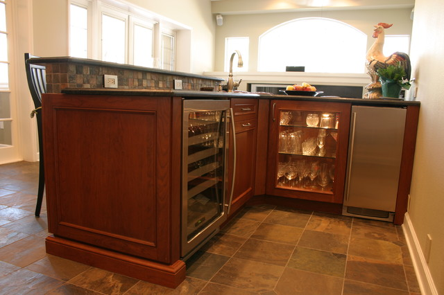 """""""Impressive Kitchen and Bar with beautiful finishes modern-kitchen"""