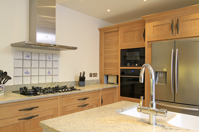 In-Frame Oak & Painted Shaker Kitchen in Parma Grey ...