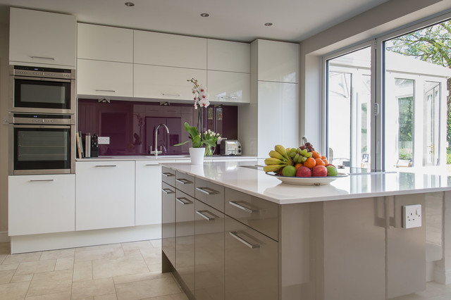 This is an ex&le of a mid-sized contemporary eat-in kitchen in Berkshire & In-Style Calla in high gloss white and high gloss beige grey ...