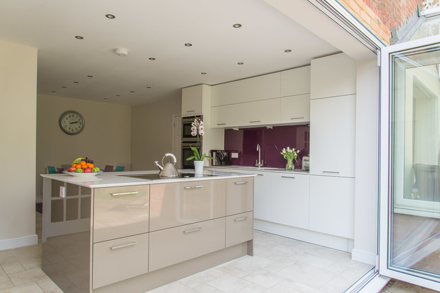 In Style Calla High Gloss White And Beige Grey Contemporary Kitchen