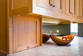 Kitchen Accessory: The Breadbox