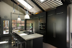 10 Smashing Black Kitchens
