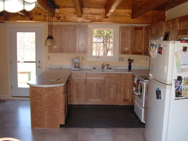 Example of a kitchen design in Burlington