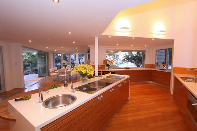 Internals tropical-kitchen