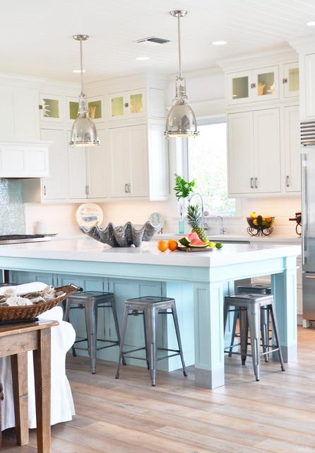 Open concept kitchen - beach style l-shaped light wood floor open concept kitchen idea in San Diego with shaker cabinets, white cabinets, white backsplash, stainless steel appliances and an island